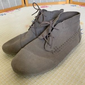 Women's Toms suede chukka boots